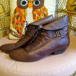 80s brown leathr lace up ankle booties